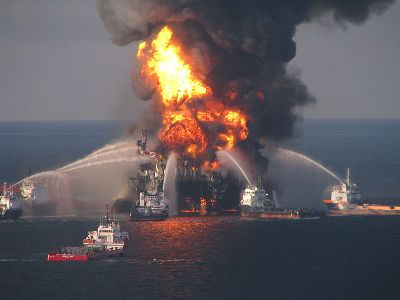 800px-deepwater_horizon_offshore_drilling_unit_on_fire