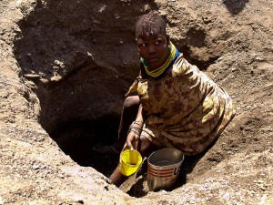 800px-oxfam_east_africa_-_muddy_water