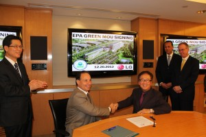 Wayne Park of LG Electronics USA and Andrew Bellina of the U.S. EPA sign an MOU for broad environmental collaboration